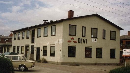 Здание компании DEVI в 1950 году