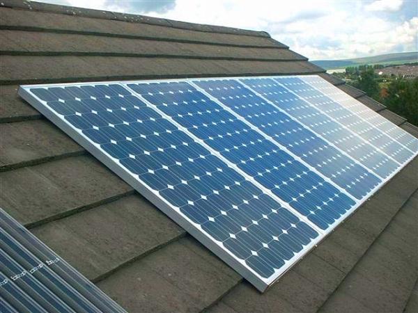 Солнечные батареи установленные на крыше
